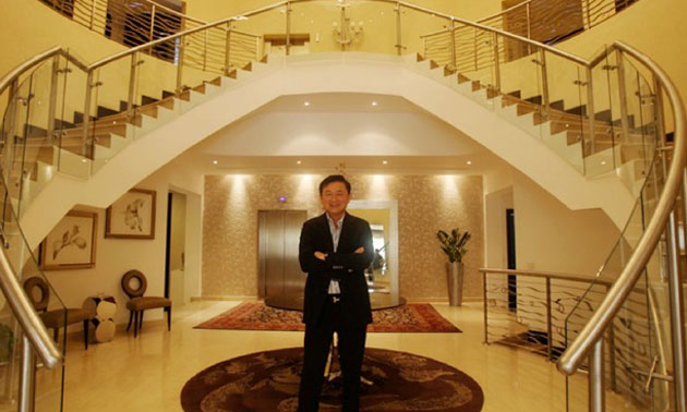 Thaksin Shinawatra shows off his house in Dubai
