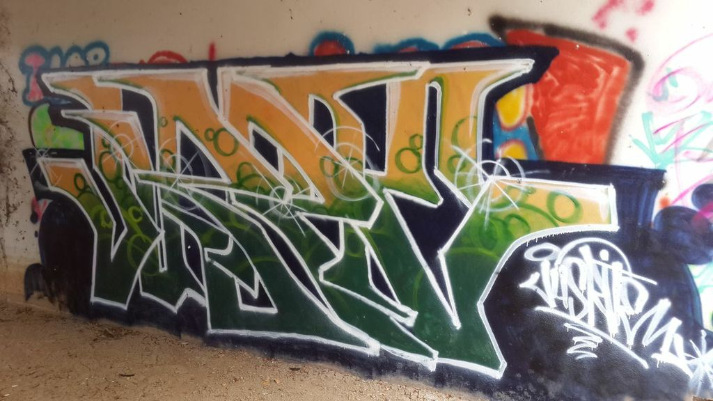 green yellow graffiti